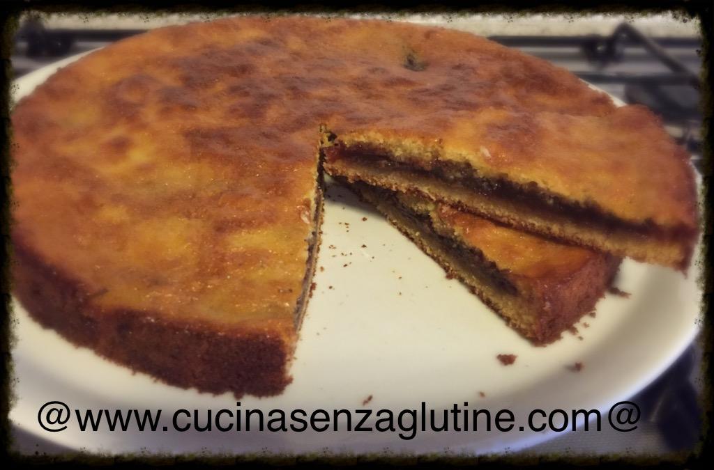 Torta senza glutine ripiena di marmellata