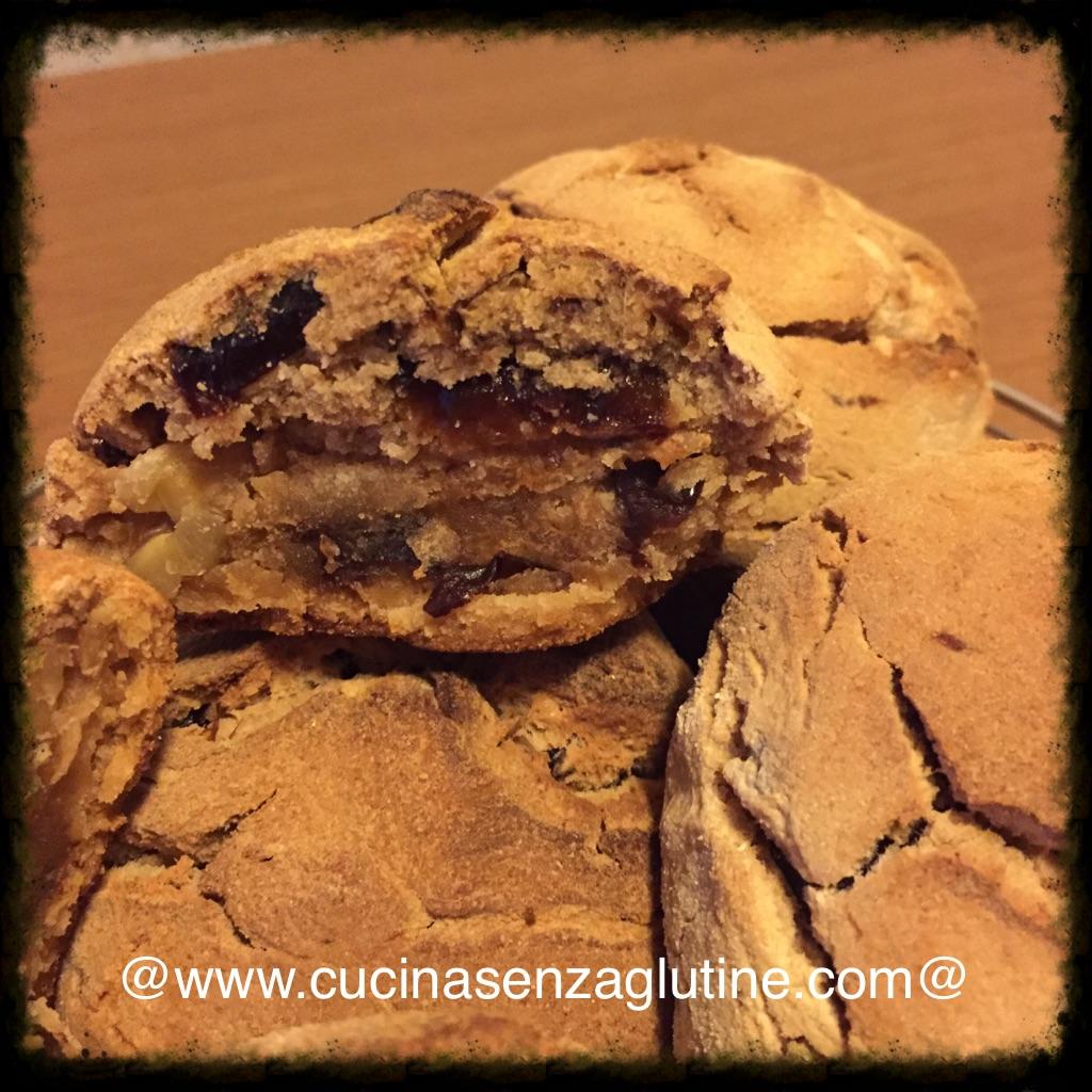 Pane dolce senza glutine con prugne e noci