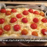 Focaccia morbida senza glutine con pomodorini