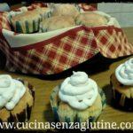 Muffin con gocce di cioccolato e frosting leggero